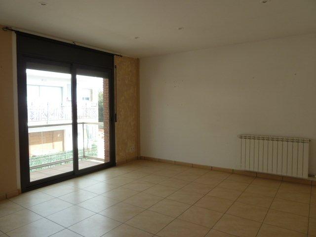 Apartamento en Centelles (33061-0001) - foto1
