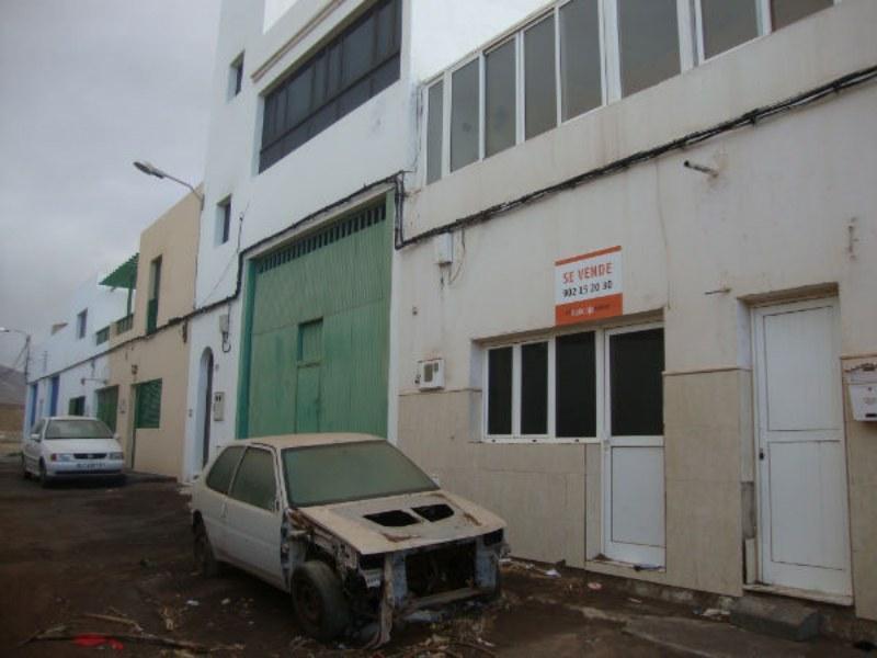 Chalet adosado en Arrecife (33386-0001) - foto0
