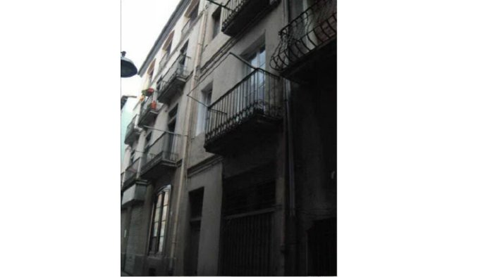 Edificio en Olot (42602-0001) - foto1