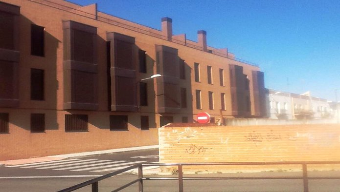 Edificio en Yuncler (M85624) - foto1